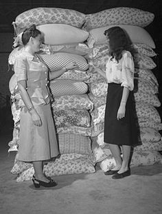 https://flic.kr/p/KCfBHv | ConDev7283A | Feed Bag Style Show, Farmer's Cooperative Exchange, Raleigh, NC, 1948.  Photos by John Hemmer.  From the North Carolina Conservation and Development Department, Travel and Tourism Photo Files, State Archives of North Carolina, Raleigh, NC.