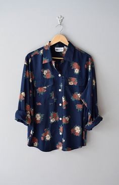 cool casual floral blouse in navy Mode Outfits, Fashion Outfits, Womens Fashion, Mode Style, Style Me, Vetements Clothing, Floral Blouse, Floral Shirt Outfit, Floral Shirts