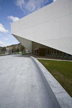 Carlos Santa María Center / JAAM sociedad de arquitectura