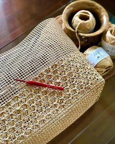 Crochet Waffle Stitch, Crochet Stitches, Diy Crochet Bag, Knit Crochet, Crochet Handbags, Crochet Purses, Crochet Designs, Crochet Patterns, Bag Pattern Free