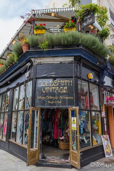 Notting Hill & Portobello Road More info on Notting Hill district on Cityoki ww. City Of London, Notting Hill London, Coffee Shops, Oh The Places You'll Go, Places To Travel, Bristol, Leeds, London Apartment, London Travel