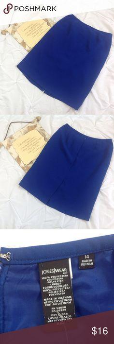 Jones Wear Blue career Work Pencil Skirt 14 Jones Wear Blue career/work pencil skirt. Fully lined. Back zipper with hook and eye closure. Back split at lower hem.  (C0316-053) Jones New York Skirts Pencil