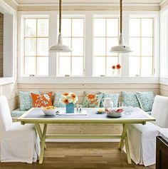 Beach Style Dining Room by Southern Living - idea for sunroom/breakfast nook Beach Dining Room, Dining Nook, Mesa Oval, Southern Living Homes, Slipcovers For Chairs, Decoration, Small Spaces, Room Decor, House Design