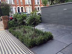 Metal gate rails slate paving path Victorian Mosaic London Fulham Chelsea Wandsworth Balham Contact anewgarden for more information Victorian Front Garden, Victorian Terrace, Edwardian House, Garden Borders, Garden Paths, Sarah's Garden, Garden Ideas, Small Front Gardens, Back Gardens