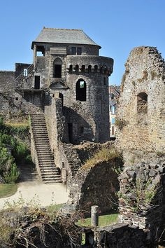 Château de Fougères, Brittany I remember walking up these steps! Beautiful Castles, Beautiful Buildings, Beautiful Places, Castle Ruins, Medieval Castle, Old Buildings, Abandoned Buildings, Abandoned Castles, Abandoned Places