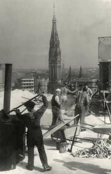 Berlin 1949 Berolina-Hochhaus am Alexanderplatz-Bauarbeiten am Dachgarten-Im Hintergrund die Georgenkirche steht immer noch.