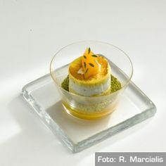 Cassata di gorgonzola allo zafferano, frutta speziata. Chef DavideOldani  http://www.identitagolose.it/sito/it/ricette.php?id_cat=12&id_art=1007&nv_portata=5&nv_chef=&nv_chefid=&nv_congresso=&nv_key=&nv_pg=2
