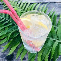 Olen pari vuotta etsinyt kirppareilta @oravankesapesa lle sopivia drinkkilaseja. Vihdoin löysin ne - omasta astiakaapista! ♥️ @oravankesapesa #oravankesäpesä #gintonic #gt #iittala #flora #oivatoikka #finnishdesign #glassdesign #gardenparty #botanicalpickmeup #botanicaldrinks #happyhour #kippis #siirtolapuutarhamökki #allotmentcottage #kolonistuga #allotmentlife #kolonihaveliv #siirtolapuutarhaelämää #myhappyplace #trädgårdslycka #allthingsbotanical #gardenlifestyle #allthingsfloral Happy Hour, Flora, Lifestyle, Beauty, Instagram, Plants, Beauty Illustration