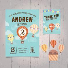 Convite de ar quente de aniversário do balão Vetor grátis