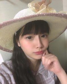 兎遊大きな麦わら帽子で自撮り画像