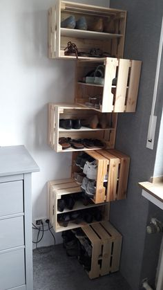 DIY shoe rack made of boxes across corners, aus DIY Eck Kisten Shoe storage hall Shoe shelf .DIY shoe rack made of boxes across corners, aus DIY Eck Kisten Shoe storage room Attractive COODECOR design Diy Shoe Rack, Shoe Storage, Shoe Racks, Diy Rack, Shoe Shelf Diy, Small Storage, Storage Boxes, Shoe Tidy, Shoe Shoe