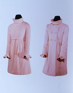 Audrey Hepburn, worn a simple yet stunning, wedding ensemble created for her by Givenchy, a light pink mohair and cashmere jersey mini dress, high collar, tight long sleeves with ruffle cuffs. A coat of pale pink wool twill, double breasted, above-knee length and a matching kerchief in the same color and material.