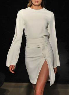 Brandon Maxwell Spring 2016 Ready-to-Wear Fashion Show - Brandon Maxwell Spring 2016 Ready-to-Wear Fashion Show Gorgeous white ensemble- so clean and chic Couture Fashion, Runway Fashion, Fashion Show, Fashion Trends, Fashion Fashion, Luxury Fashion, Paris Chic, The Dress, Dress Skirt