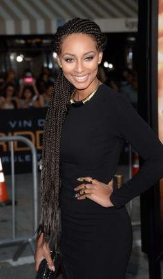 A cantora Keri Hilson já apareceu no tapete vermelho com longas box braids mostrando todo o glamour desse estilo