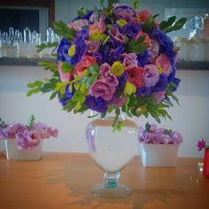 Arranjo floral tons rosáceos