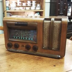 $125 ~ Vintage RCA Victor Radio. Model M-47A valve/tube broadcast receiver C.1945.