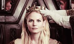 ouat emma and hook look at emma's stuff | princess emma swan