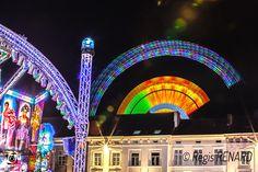 Manège : Arcs de lumières triomphantes - fête foraine