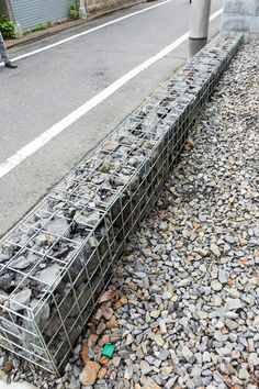 Industrial style Incorporating the rugged functional beauty into lifestyle - Gabions stuffed with stones make the border of the site. Landscape Architecture Model, Gabion Wall, Garden Floor, Outdoor Projects, Building Materials, Backyard Landscaping, Industrial Style, Outdoor Spaces, Home And Garden
