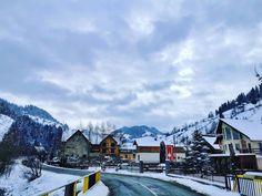 "39 aprecieri, 2 comentarii - Vlad (@vladbratualexandru) pe Instagram: ""#mountains #nature #naturephotography #hellohuawei #shotonhuawei #huaweip30pro #perfectday…"" Perfect Day, Mount Everest, Mountains, Nature, Travel, Instagram, Naturaleza, Viajes, Destinations"