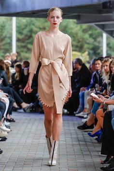 IMRECZEOVA SS18 nude silk dress with zig-zag hem Zig Zag, Silk Dress, Mercedes Benz, Runway, 60 Degrees, Nude, Shirts, Dresses, Fashion
