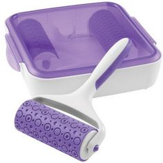 This pattern embosser makes it simple to impress a design onto fondant strips and decorative fondant pieces.