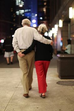 Take your relationship one step higher with these cute couple goals. Look here for cute relationship goals & BAE goals that will make your Love stronger. Love Is, Old Love, Happy Together, Vieux Couples, Growing Old Together, Humans Of New York, Inspirational Quotes About Love, Couples In Love, Family Pictures
