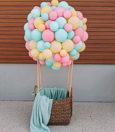 Dr Seuss Birthday Party, Birthday Balloons, Birthday Party Themes, Birthday Fun, Birthday Ideas, Diy Hot Air Balloons, Hot Air Balloon Cake, 1st Birthday Photoshoot, Baby Boy 1st Birthday