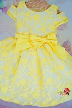 Vestido de Festa Infantil Amarelo Petit Cherie Little Girl Gowns, Gowns For Girls, Frocks For Girls, Kids Frocks, Little Girl Dresses, Girls Party Dress, Baby Girl Dresses, Baby Dress, Flower Girl Dresses