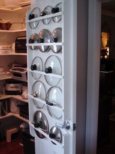 9 Geniale Möglichkeiten, um Topfdeckel endlich zu organisieren If you're handy, try building a flat rack into a pantry or closet door. The slim design that lids require won't add much bulk. - Own Kitchen Pantry Home Organization, Organizing Ideas, Organising, Spice Rack Organization, Kitchen Organization Pantry, Organisation Ideas, Lid Organizer, Cabinet Organizers, Storage Organizers