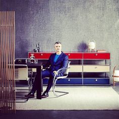 """""""The USM Modular Furniture range is a brilliantly engineered and refined piece of design. Its exquisite detail, colour palette – unchanged for the past 50 years – and vast range of components provides enormous freedom, no matter what your style."""" - William Smart Smart Design Studio #diningroom #interiordesigner #interiordesign #interiorstyle #designlovers #homefurniture #interiorarchitecture #architectural #furniture #designfurniture #usmmakeityours #Sydney Photography: @felix_forest"""