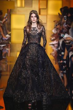 See all the Collection photos from Elie Saab Autumn/Winter 2015 Couture now on British Vogue Elie Saab Couture, Couture Mode, Style Couture, Couture Fashion, Runway Fashion, Paris Fashion, Couture Week, Fashion Fall, Trendy Fashion
