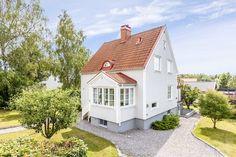 Scandinavian Home, Nordic Home, Home Focus, Swedish Cottage, Porch Plans, Villa, House With Porch, Cottage Design, Historic Homes