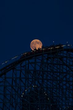 Super Moon over Hersheypark, Hershey, Pennsylvania, by Frances Civello, on 500px. (Trimming)