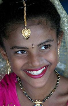 Mirada sonrisa hermosaaaa sri lanka in 20 photos the culture the unesco sites the colonial history and the best beach resorts! Beautiful Smile, Beautiful Children, Beautiful World, Beautiful People, Just Smile, Smile Face, Girl Smile, People Around The World, Around The Worlds