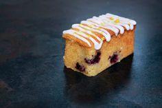 mini lemon and blueberry loaf cake, mini loaf cake, Lakeland mini rectangular loaf tin, blueberries, lemon cake, lemon drizzle icing, afternoon tea, vintage, hen party, hen weekend,