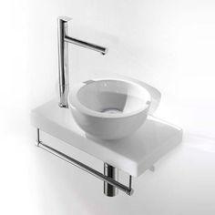 Lille hvid håndvask med bundventil og bordplade