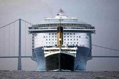 Titanic et un navire croisiere moderne