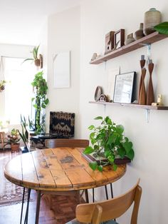 Jessica & Ryan's Composed, Collected Apartment With a Chill 1970s Feel