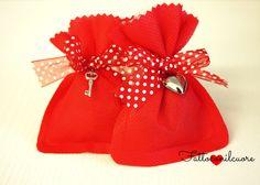 sacchetti bomboniere in tnt con nastro rosso a pois .... realizzati a mano da fattoconilcuore. visita il mio shop  http://www.misshobby.com/fattoconilcuore