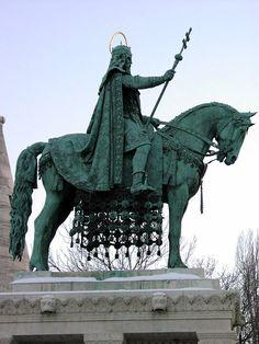 Szent István szobor a Várban, a Halászbástyánál Horses And Dogs, Horse Sculpture, Budapest, Equestrian, Statue, Photography, Inspiration, Hungary, Sculptures