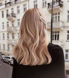 hair inspo # peinados largos, NEW DIORK # diork Champagne Blonde, Champagne Hair Color, Long Bob Hairstyles, Medium Hairstyle, Casual Hairstyles For Long Hair, Straight Weave Hairstyles, Female Hairstyles, Hair Medium, Hairstyles 2018