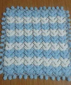 fistik-ornekli-mavi-beyaz-ponponlu-battaniye