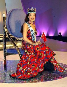 Miss Mundo 2002 - Azra Akin - Turquia Miss World, Miss Mundo, Beauty Pageant, Kaftan, Actresses, Gowns, Sewing, Formal Dresses, Celebrities