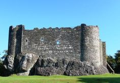 """Dunstaffnage Castle was built around 1200 by the MacDougall clan (fact). In the Highland Menage series I have it (called """"Duncladach"""") still owned by the MacDougals, whereas in reality the Campbells took it over long before"""
