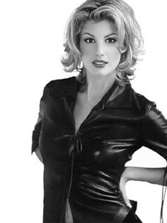 Celebrity Faith Hill photos for desktop - free in best quality Faith Hill wallpapers and images Bob Hairstyles For Thick, Easy Hairstyles, Hairstyle Ideas, Tim Mcgraw Faith Hill, Tim And Faith, Grown Out Pixie, Blonde Layers, Women In America, Glamour Shots