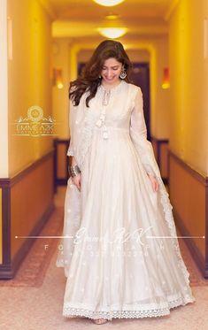 Pakistani Party Wear Dresses, Pakistani Outfits, Indian Dresses, Bridal Dresses, Long Anarkali Gown, White Anarkali, Anarkali Dress, Frock Fashion, Fashion Dresses