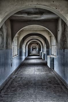 Ecole Labyrinth by Urbex VB, via Flickr