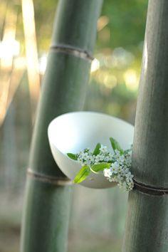 Ikebana 生け花 插花 Asian style flower arrangement by Naoki SASAKI, Japan Japanese Culture, Japanese Art, Japanese Gardens, Sogetsu Ikebana, Meditation, Memoirs Of A Geisha, White Lotus, Japanese Flowers, Kintsugi