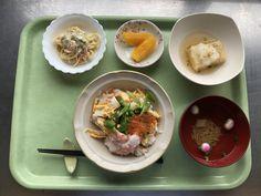 4月27日。五目ちらし寿司、揚げ出し豆腐、スパゲッティとカニかまのサラダ、麩と小松菜のすまし汁、オレンジでした!五目ちらし寿司が特に美味しかったです!642カロリーです